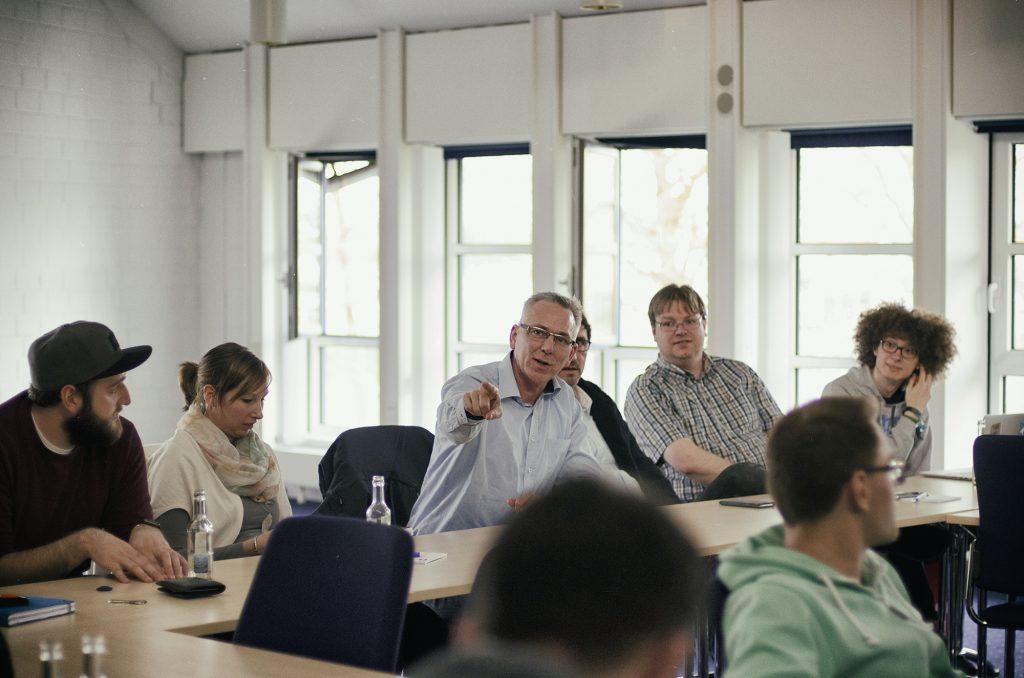 """Angeregte Diskussionen während der Session """"Entwicklung von beruflichen Bildungsprogrammen"""". (Foto: Philip Schulze)"""